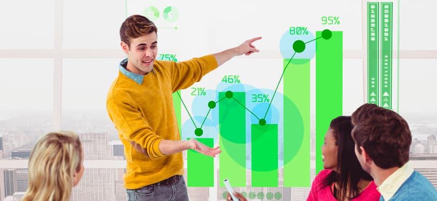 Equipe de inbound marketing discutindo resultados.